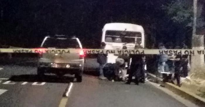 Asesinan a un hombre al interior de un microbus Ruta 11-B en calle Modelo