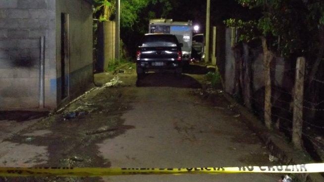 Delincuentes acribillan con 28 disparos a una mujer en Guazapa