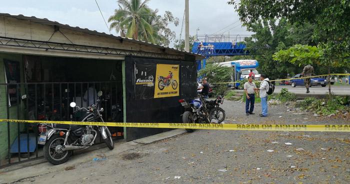 Criminales asesinan a joven que trabajaba en un taller de motos, en Colón, La Libertad
