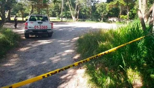 Asesinan a un joven mientras jugaba en una cancha de fútbol, en Jicalapa, La Libertad