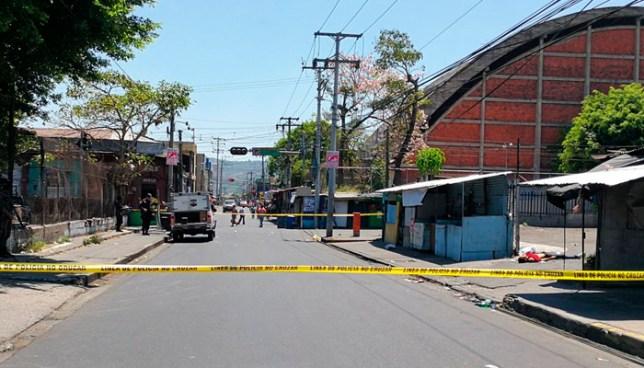 Asesinan a pandillero en la entrada del punto de microbuses R-140, centro de San Salvador