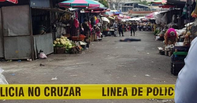 Resultado de imagen para asesinan a mujer en mercado central