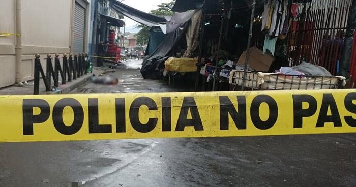 Así asesinaron a un vendedor de dulces en el centro de San Salvador