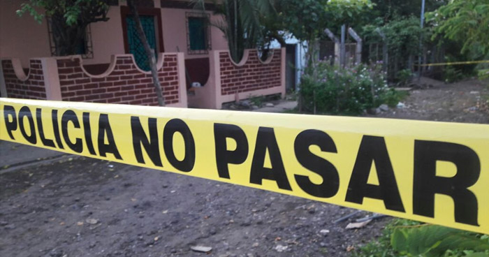 Pandilleros asesinan a un joven y abandonan su cadáver en un callejón de Chalatenango