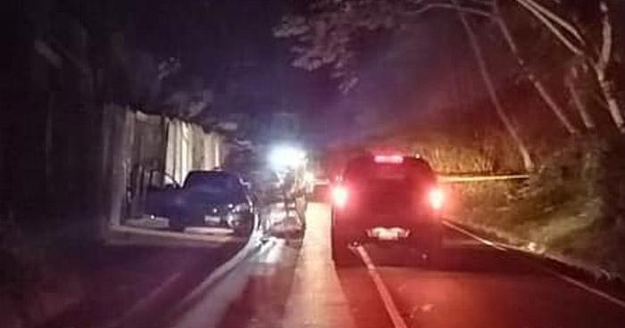 Asesinan a joven al interior de un vehículo en carretera antigua a Huizúcar