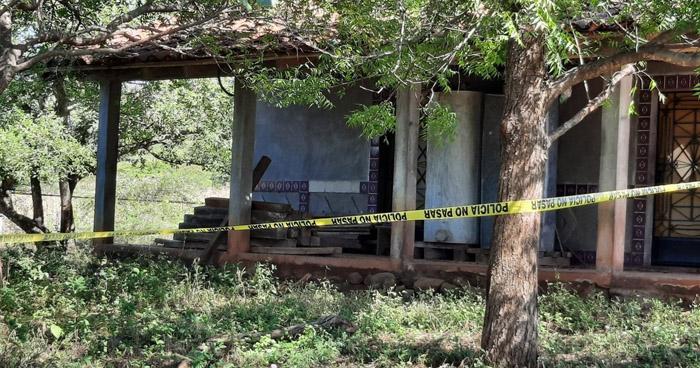 Asesinan a un hombre y abandonan su cuerpo atrás de una vivienda en La Unión