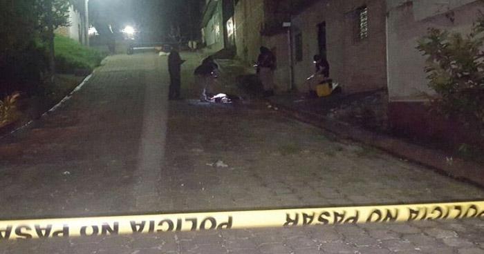 Adolescente asesinado cuando jugaba fútbol en cancha de Soyapango