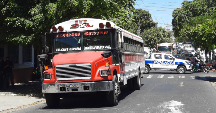 Asesinan a hombre al interior de autobús Ruta 2A en Barrio San Miguelito, San Salvador