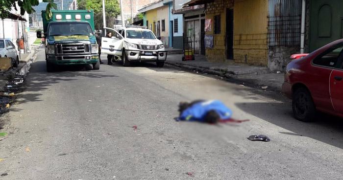 Asesinan a un hombre y otro resulta lesionado, en colonia San Judas de San Salvador
