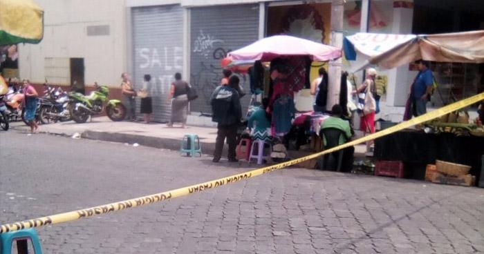 Matan a balazos a un hombre, que compraba en el mercado municipal de Soyapango