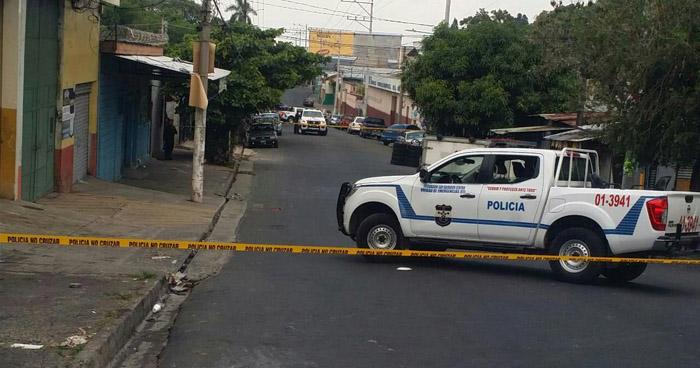 Criminales asesinan a un hombre que sufría de derrame cerebral, en una llanteria ubicada en el centro de San Salvador