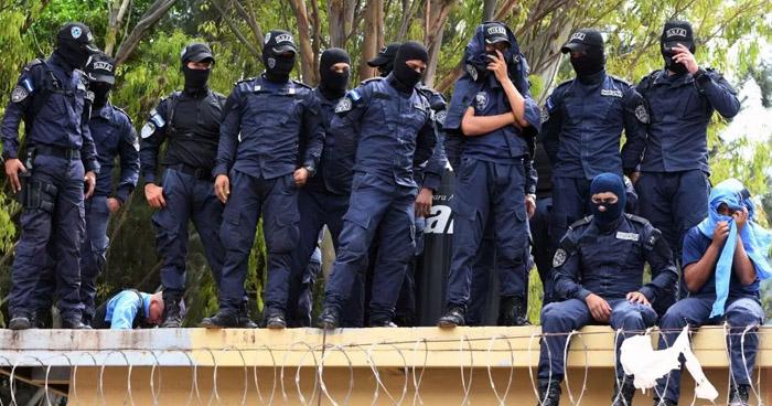 """Honduras: Policías antidisturbios en huelga """"de brazos caídos"""""""