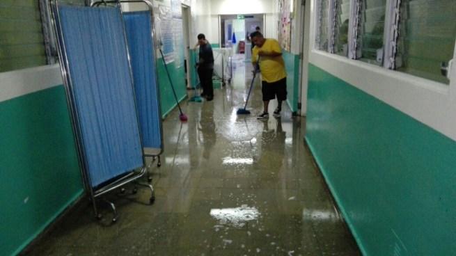 Inundaciones obligan a evacuar pacientes de hospital en Jiquilisco, Usulutan