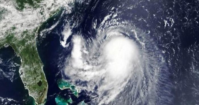 Henri se convierte en huracán en su camino hacia la costa noreste de Estados Unidos