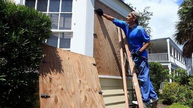 """Habitantes de Texas se preparan para la llegada del huracán """"Harvey"""""""