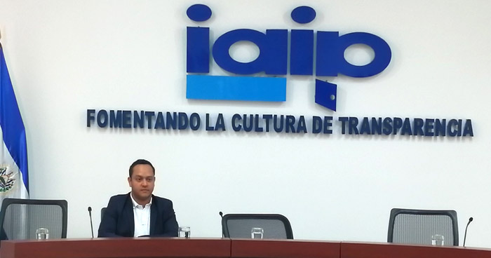 Renuncia comisionado del IAIP, Juan Carlos Turcios