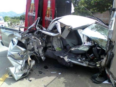 Pick up de la ILC sufre accidente en carretera hacia Metapán