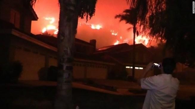 Evacuaciones masivas tras incendio forestal en California, Estados Unidos