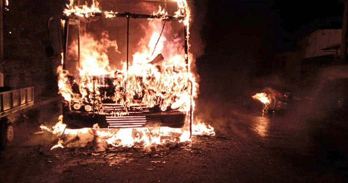 Incendio consume autobús Ruta 29 en colonia San Felipe, Ilopango