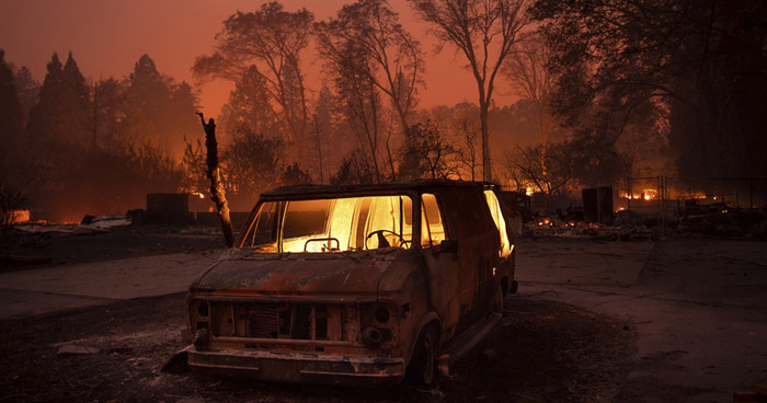 Aumenta a 31, el número de muertos por incendios forestales en California