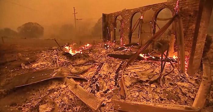 Nueve muertos deja incendio que ha destruido 36.000 hectáreas en Malibú
