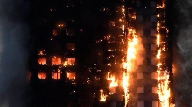 Inicia investigación sobre el incendio que mato al menos a 80 personas en Londres