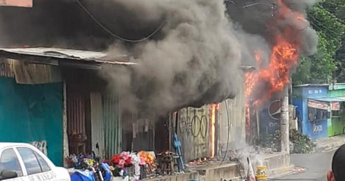Bomberos controlan incendio en floristería en San Vicente