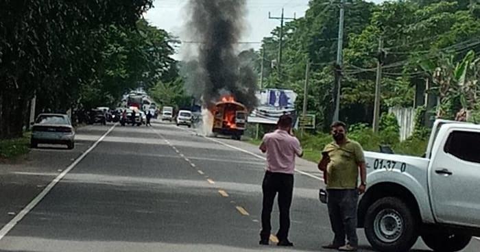 Autobús se incendia en carretera Litoral en Ereguayquín, Usulután