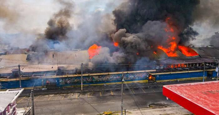 """""""El sistema eléctrico estaba mal… Ellos sabían"""", denuncian comerciantes del Mercado San Miguelito tras incendio"""