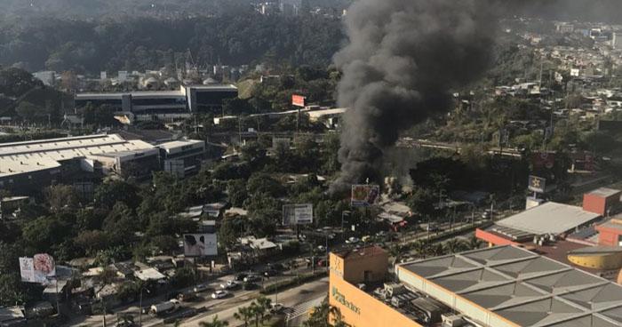 Incendio en comunidad La Cuchilla encendió las alarmas en Antiguo Cuscatlán