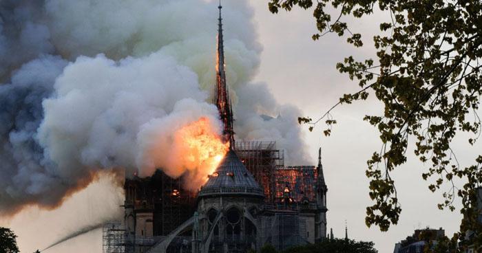 Incendio consume la catedral de Notre Dame de París