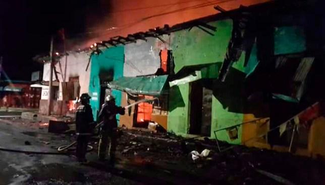 Incendio consume 11 locales de negocios frente al Mercado de Usulután