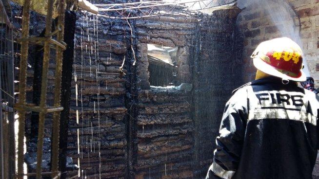 Incendio provoca pérdidas hasta de 3 mil dólares en tienda artesanal en Cuscatlán