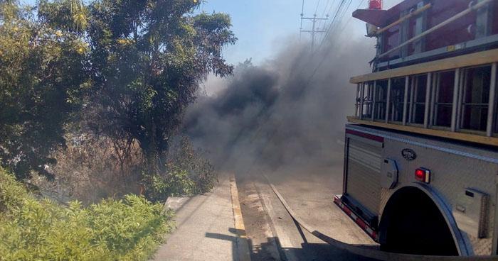 Varios incendios se han registrado en las últimas horas, uno amenazó a varias viviendas