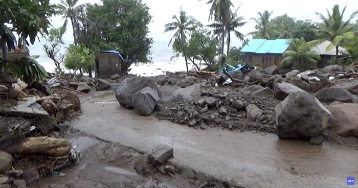 Un centenar de muertes y varios desparecidos tras inundaciones en Indonesia y Timor Oriental