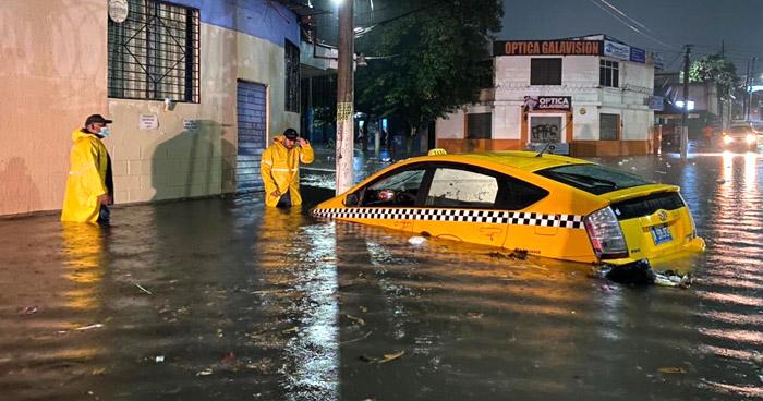 Fuerte lluvia de anoche causó inundación de varios puntos del país