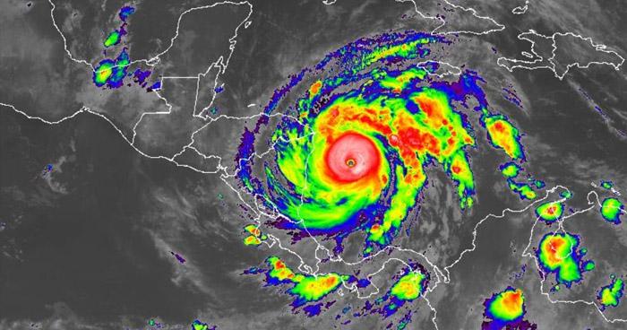 Huracán Iota se fortaleció rápidamente y es ahora de categoría 4