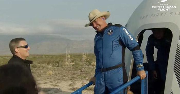 El hombre más rico del mundo viaja al espacio en el primer vuelo tripulado