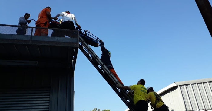 Rescatan a joven electrocutada en parque industrial El Progreso de Santa Tecla