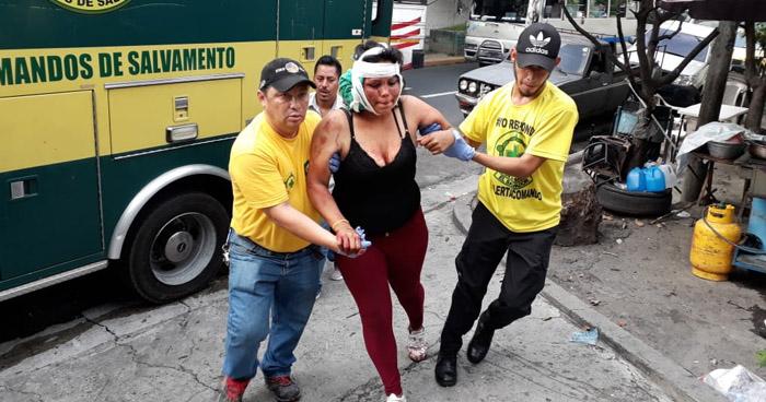 Mujer gravemente herida tras pelear con otra por un hombre en San Salvador