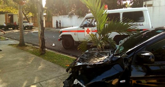 Dos lesionados en triple choque en Santa Tecla