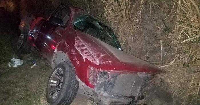 Tres lesionados tras fuerte choque en carretera a Santa Ana