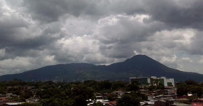 Probabilidad de lluvias para finales de la tarde y noche. Mucho calor durante el día