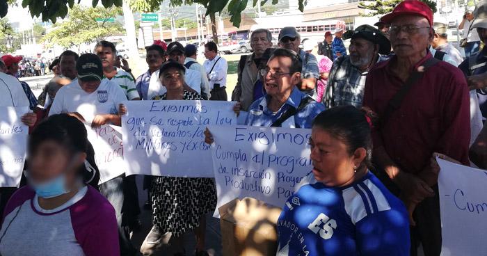 Veteranos de Guerra marchan para exigir indemnización y pensión digna