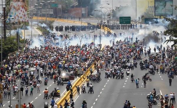 50 días colmados de protestas entre oposición y chavismo en Venezuela