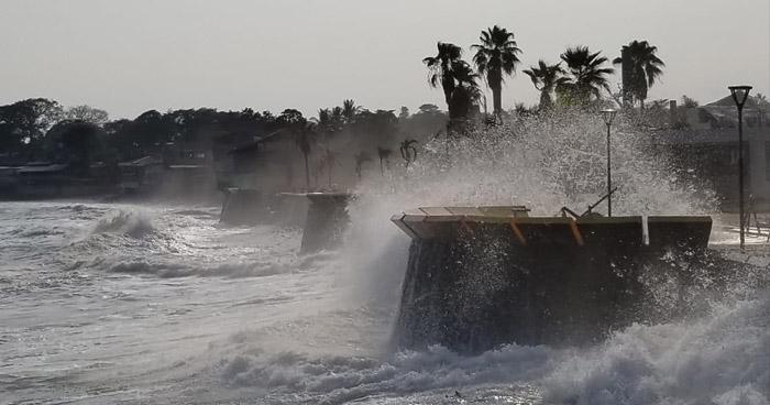 Marea alta causa estragos en playas de La Libertad