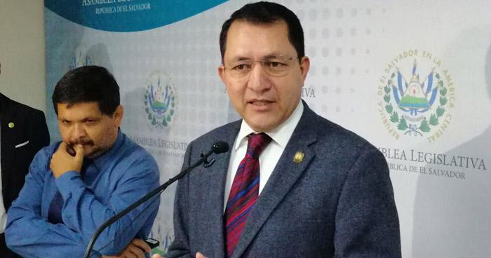 Mario Ponce asume la presidencia de la Asamblea Legislativa