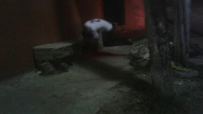 Asesinan a balazos a un joven en la Calle al volcán en la colonia Mireya, Mejicanos