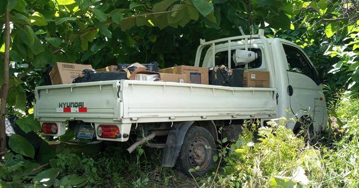 Abandonan vehículo con cargamento de cigarros en Metapán
