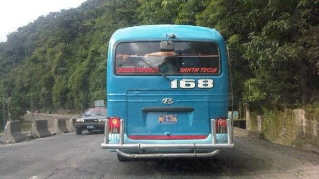 Microbuses de la Ruta 168 en paro de labores tras ataque armado contra una unidad en La Libertad